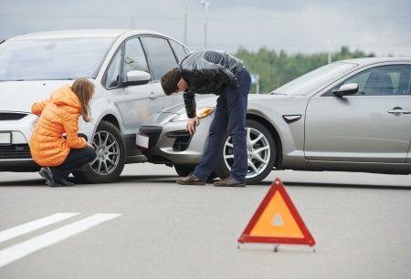 Warndreieck nach Verkehrsunfall