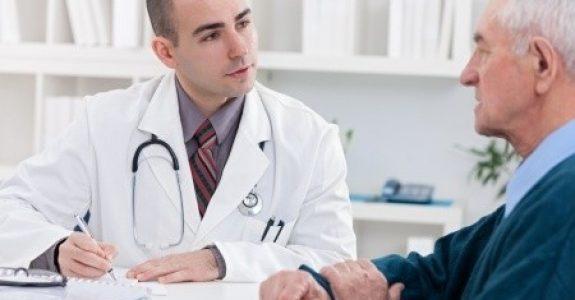 Arzt verschreibt Cialis