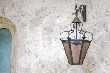 Außenlampe in Nachbarschaftshilfe repariert – Schadensersatz
