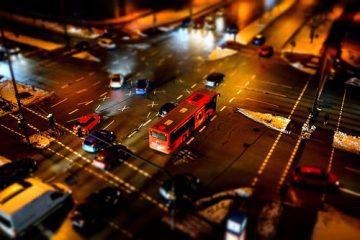 Kreuzungsunfall: Vorrecht des stockenden Querverkehrs in der Kreuzung