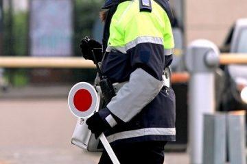 Kollision mit Winkerkelle bei einer Polizeikontrolle – Schadensersatz