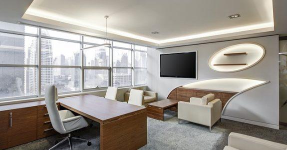 Ergonomischer Arbeitsplatz – Anspruch auf höhenverstellbaren Schreibtisch