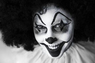 Clown-Maske in Hauptverhandlung – Angriff auf die Würde des Gerichts