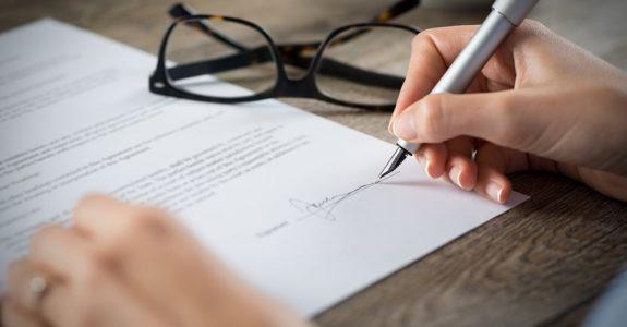 Unterschriftenfälschung bei Versicherungsvertrag Unfallversicherung