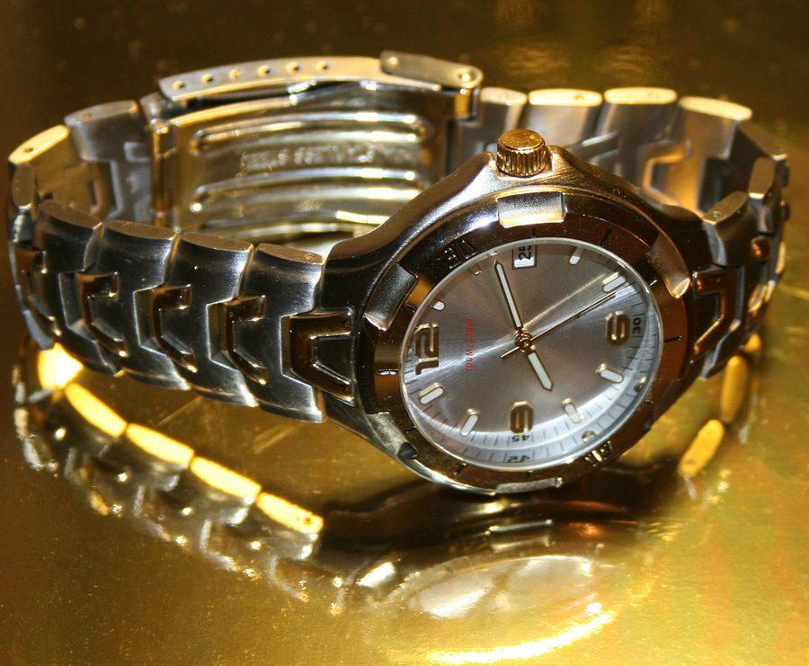 Hausratsversicherung - Goldene Uhr