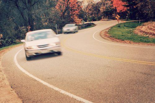 Verkehrsunfall - Missachtung des Rechtsfahrgebots in einer Kurve - Haftung
