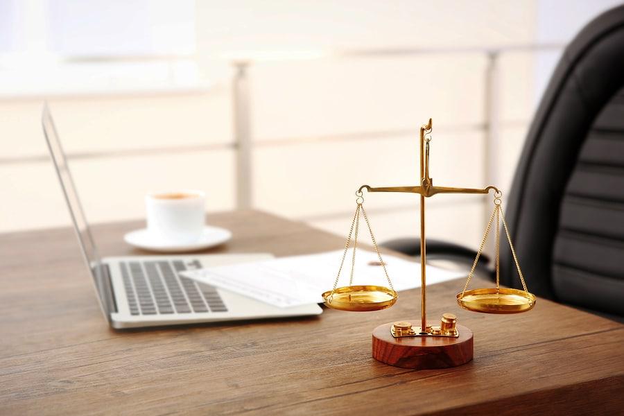 das Recht der Exekutive, der Staatsverwaltung, und als solches − neben dem Staatsrecht − eine Teilmaterie des öffentlichen Rechts.