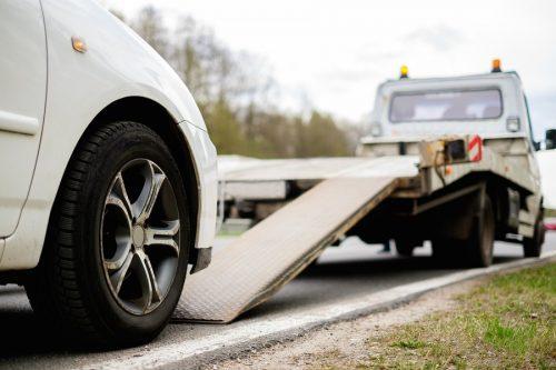 Verkehrsunfall: Versicherung des Schädigers muss Fahrzeugreinigungskosten und Fahrzeugverbringungskosten zahlen