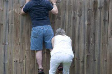 Blickdichten Zaun muss Nachbar erdulden