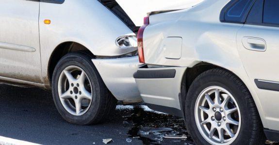 Verkehrsunfall: Ersatzfähigkeit von Verbringungskosten und UPE-Aufschlägen bei fiktiver Schadensabrechnung