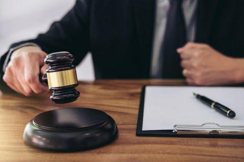 Verkehrssicherungspflichtverletzung: Schmerzensgelderhöhung bei Zahlungsverweigerung der Haftpflichtversicherung