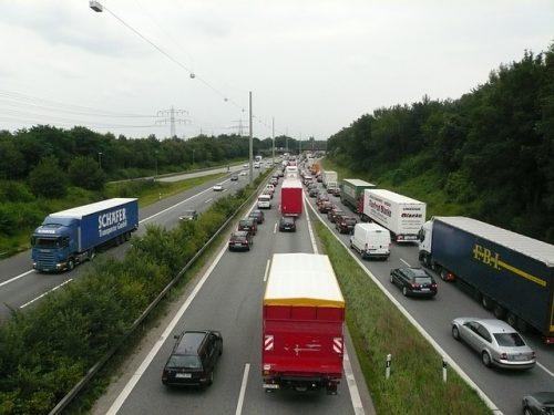 Verkehrsunfall: Zurücktreten der Betriebsgefahr wegen unachtsamen Fahrspurwechsels