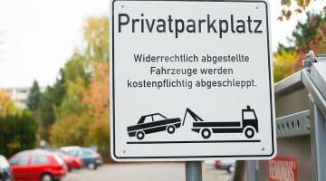Privatparkplatz - Zustandekommen eines Parkplatzbenutzungsvertrags - Zahlungspflicht