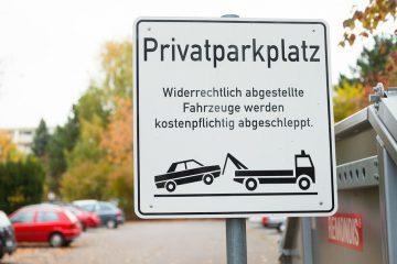 Privatparkplatz – Zustandekommen eines Parkplatzbenutzungsvertrags – Zahlungspflicht