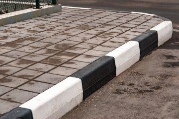 Parkplatz-Betreiber: Verkehrssicherungspflicht für hohe Bordsteine