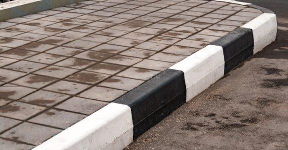 Parkplatz Haftung zu hoher Bordstein