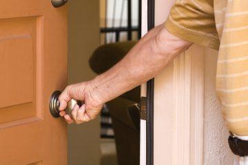 Mietwohnung – Schadensersatzpflicht des Mieters bei Beschädigung der Wohnungstür durch einen Gast