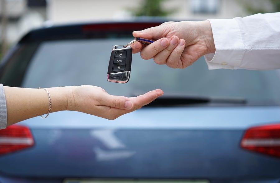 Verkehrsunfall: Mietwagenangebot der gegnerischen Kfz-Haftpflichtversicherung – Annahmepflicht?