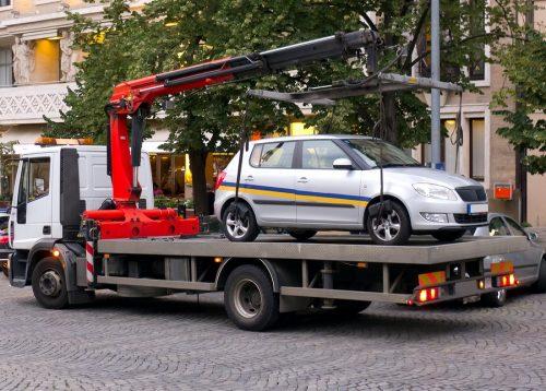 Verkehrsunfall: Höhe der Abschleppkosten und Ersatz des Wertes der Tankfüllung
