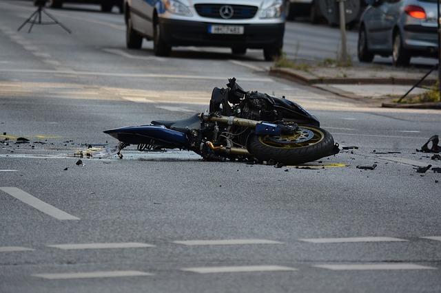 Verkehrssicherungspflichtverletzung: Sturz eines Motorradfahrers wegen Rollsplitts nach Straßenausbesserungsarbeiten
