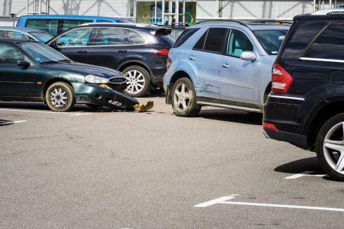 Verkehrsunfall auf Parkplatz – Anscheinsbeweis gegen Rückwärtsfahrenden