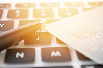 Kreditkartenvertrag: Abbuchung ohne vorherige Rechnungszusendung zulässig?