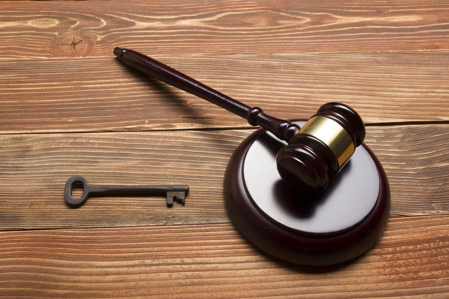 Grundstückseigentümerinsolvenz: Erteilung einer Löschungsbewilligung der nachrangigen Grundpfandgläubiger