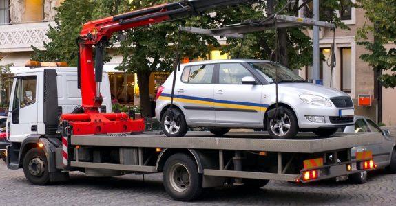 Brand eines Fahrzeugs auf einem Abschleppwagen – Gefährdungshaftung