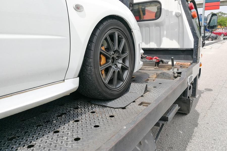 Verkehrsunfall auf Heimreise - Erstattung von Mietwagenkosten und Fahrzeugrückführungskosten