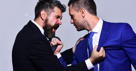 Fristlose Kündigung bei Auseinandersetzung (Rauferei) zwischen Arbeitskollegen?