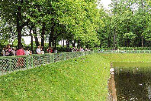 Verkehrssicherungspflicht für ein vollständig umzäuntes Grundstücks mit Gartenteich