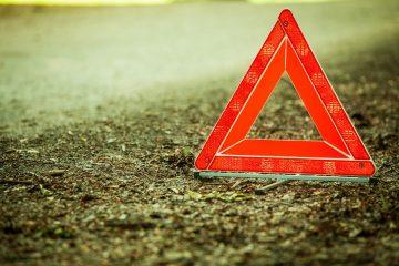 Verkehrsunfall: Abgrenzung einer Straße von einem Feldweg