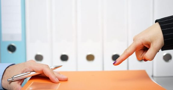 Pflichtteilsergänzungsanspruch eines Abkömmlings: Auszahlung einer Lebensversicherung an nichtehelichen Lebenspartner