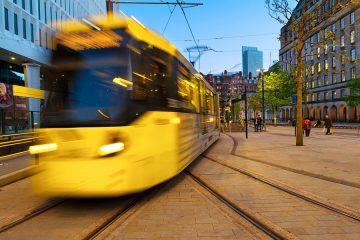 Sturz des Fahrgastes in einer fahrenden Straßenbahn – Haftung