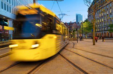 Sturz des Fahrgastes in einer fahrenden Straßenbahn - Haftung