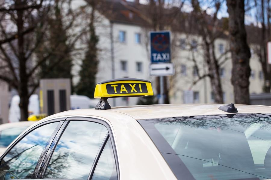 Nutzungsausfall und Verdienstausfall für ein teilweise gewerblich genutztes Taxi