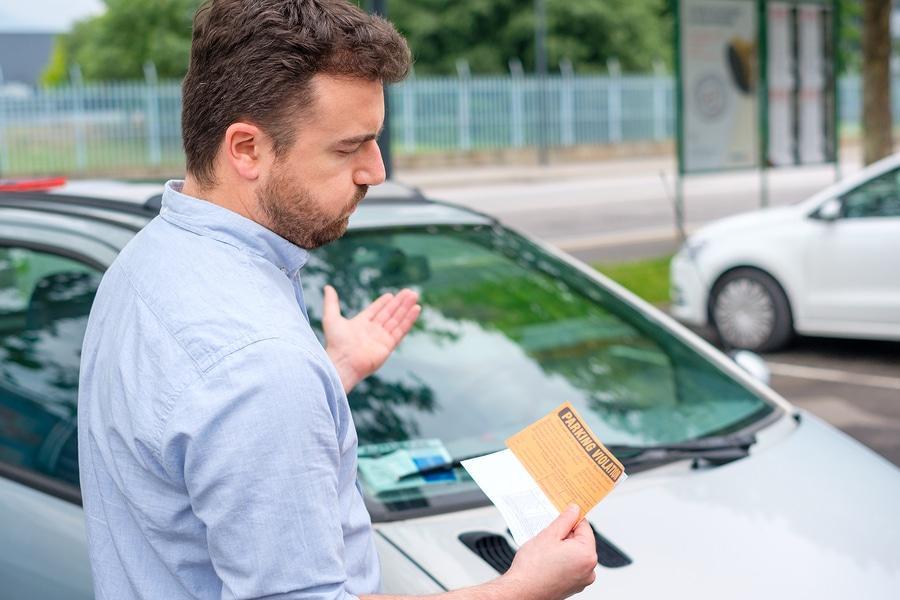 Parken im absoluten Halteverbot – Haftung bei Verkehrsunfall