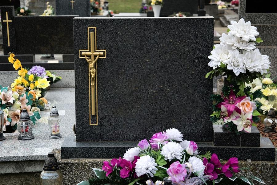 Umbettung der Eltern gegen den Willen der Geschwister - Störung der Totenruhe
