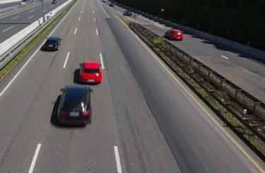 Verkehrsunfall: Betriebsgefahrerhöhung durch riskantes Überholmanöver