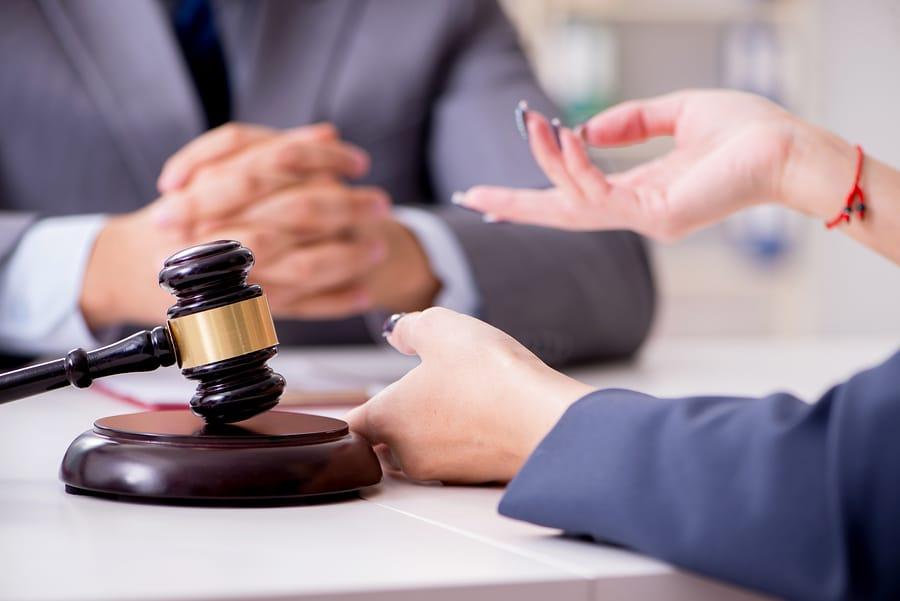 Rechtsanwaltsvertrag - vorzeitige Auftragsbeendigung - Anfall der Verfahrensgebühr