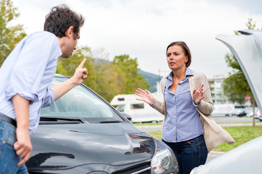 Verkehrsunfall – Schadensersatz bei fiktiver Schadensabrechnung und Weiternutzung
