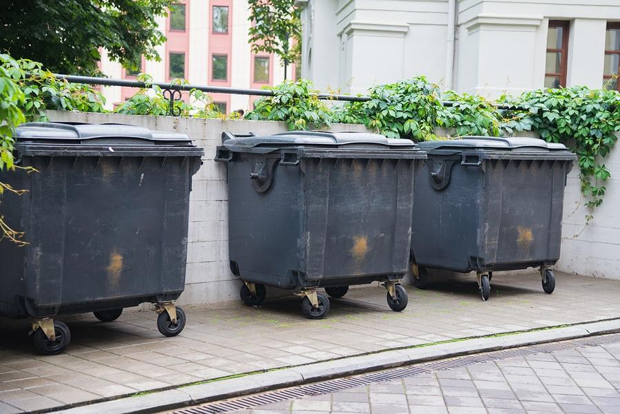 Beschädigung des Mieterfahrzeugs durch vom Sturm bewegten Müllcontainer