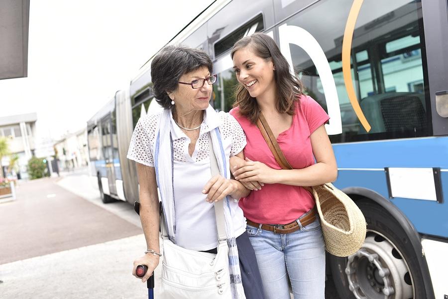 Reiseveranstalterhaftung: Sturz beim Aussteigen aus einem Transferbus