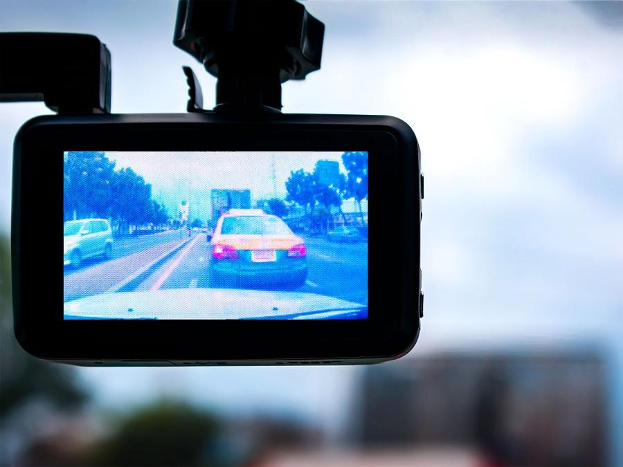 Verkehrsunfall: Dashcams in beiden Fahrzeugen – Klärung Unfallgeschehen