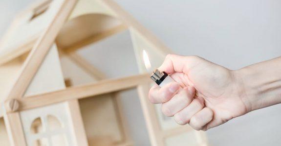 Wohngebäudeversicherung: Leistungsfreiheit bei Eigenbrandstiftung
