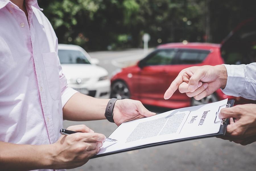Schadensgutachten der gegnerischen Versicherung als Grundlage eines Kfz-Reparaturvertrages – Vorsicht!