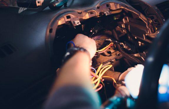 Kfz-Werkstatt - Diebstahl von Fahrzeugteilen von Kundenfahrzeugen