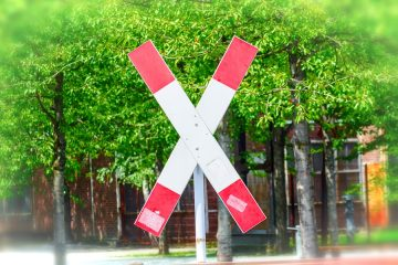 Verkehrsunfall an Bahnübergang mit Andreaskreuz – Wartepflichten