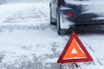 Verkehrsunfall bei starkem Schneefall mit einem entgegenkommenden Fahrzeug