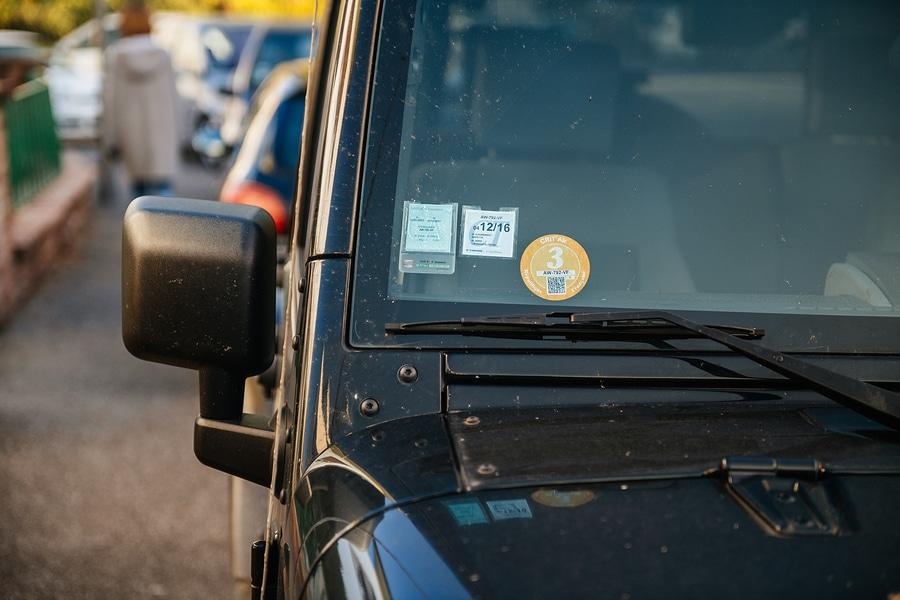 Gebrauchtwagenkaufvertrag - unberechtigt angebrachte grüne Umweltplakette